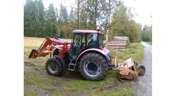 Traktor Zetor Proxima 8441 s čelním nakladačem