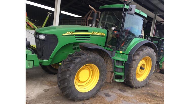 Traktor John Deere 7820