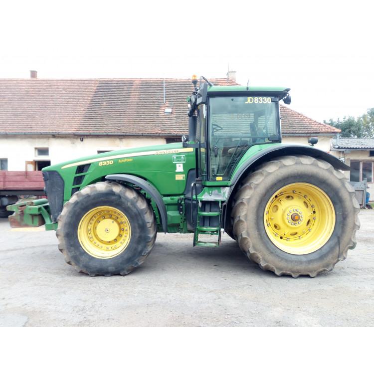 Traktor John Deere 8330