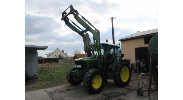 Traktor John Deere 6320 s čelním nakladačem JD-653
