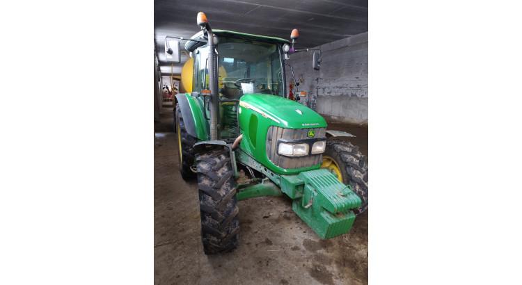 Traktor John Deere JD-5720