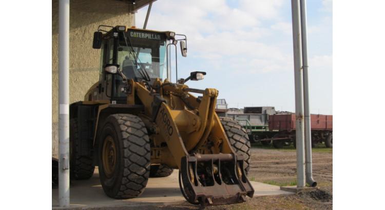 Kloubový nakladač CAT 938 H AGRO