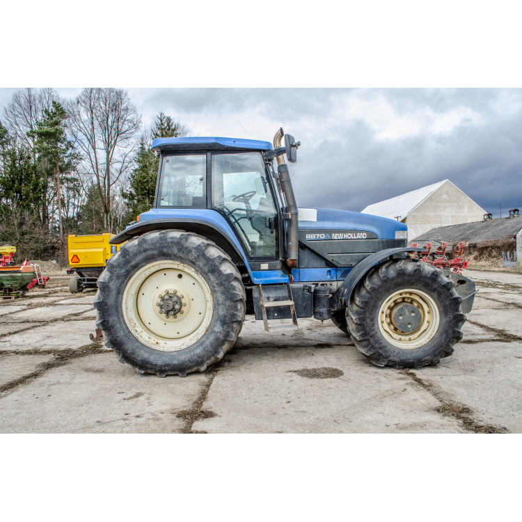 Traktor New Holland 8870A