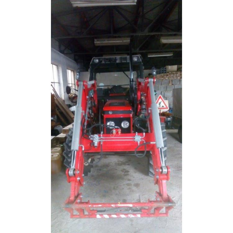 Traktor Zetor Z-7245 s čelním nakladačem