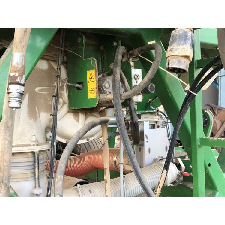 Secí stroj John Deere 740A - záběr 9 m
