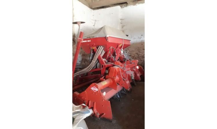 Secí kombinace Kuhn EL 201 s packer válcem a pneumatickým secím strojem Kverneland DA-S