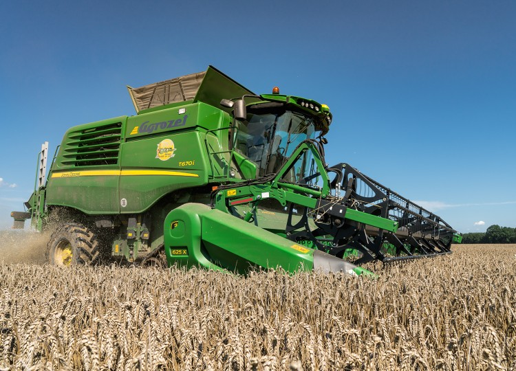 John Deere Financial s Agrozetem