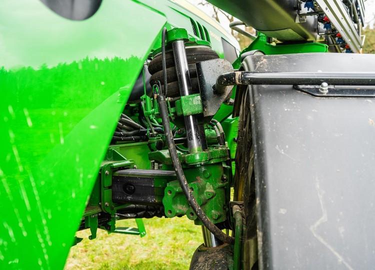 Nezávislé pneumatické odpružení kol XtralFlex zajišťuje při práci maximální stabilitu.
