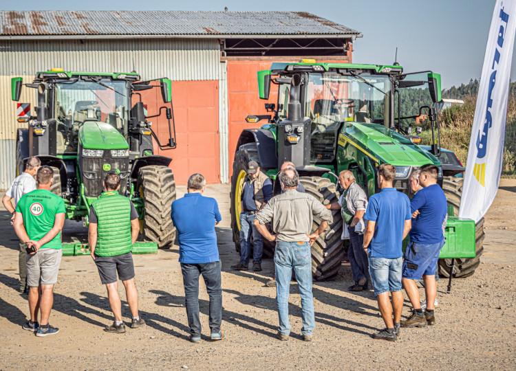 Představení Nových traktorů John Deere 8 a 7